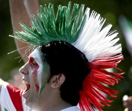 组图:墨西哥3-1伊朗 性感球迷略显气愤
