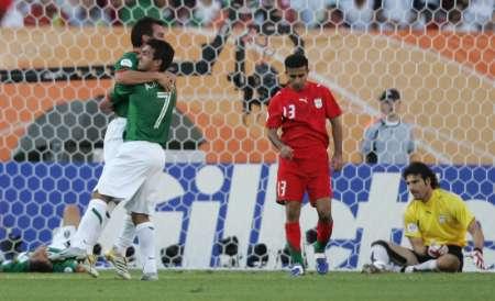 组图:墨西哥3-1伊朗 墨队员庆祝胜利