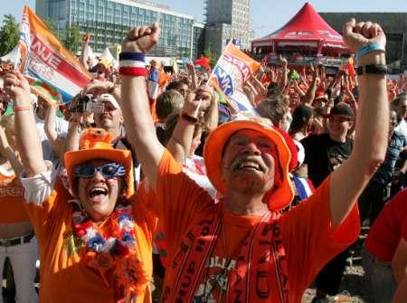 塞黑 荷兰球迷神采飞扬