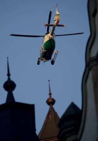 图文:荷兰1-0塞黑 赛后直升机巡逻