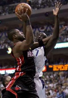 韦德/北京时间6月12日,NBA总决赛进行第二场的争夺,小牛坐镇主场...