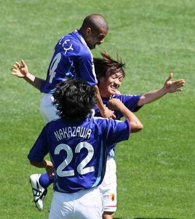 组图:澳大利亚VS日本 日本队员庆祝进球