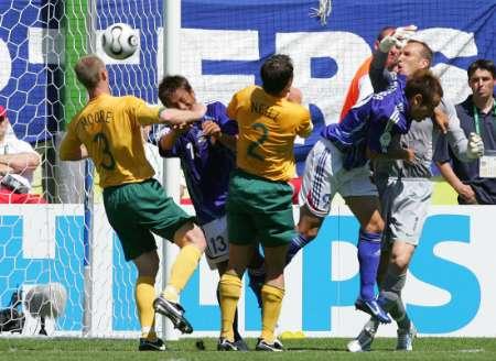 组图:澳大利亚VS日本 高原直泰进球回放