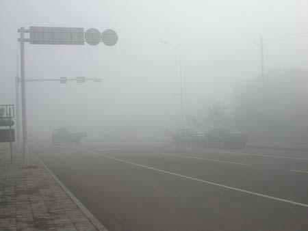甘肃武威突遭强沙尘暴袭击 持续近5个小时(图)