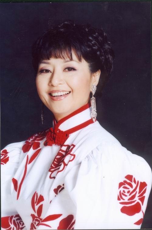 图:《红旗飘飘》演唱会星光耀眼—殷秀梅