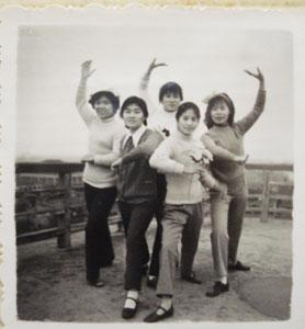 那时候 拍照的pose这样!(图)图片