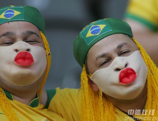 组图:巴西1-0克罗地亚 球迷热情高涨