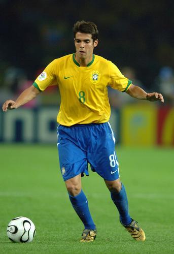 组图:巴西1-0战胜克罗地亚 巴西卡卡奋力抢夺