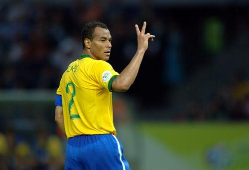 图文:巴西1-0战胜克罗地亚 巴克卡福奋力抢球