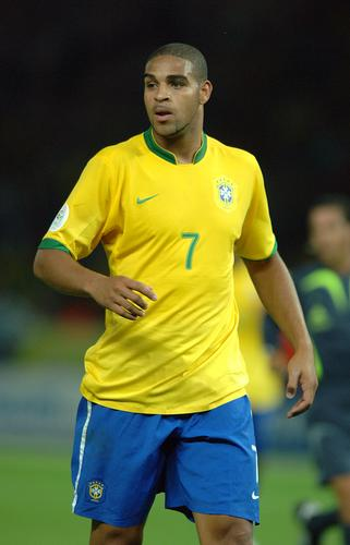 组图:巴西1-0克罗地亚 巴西队员激烈应战