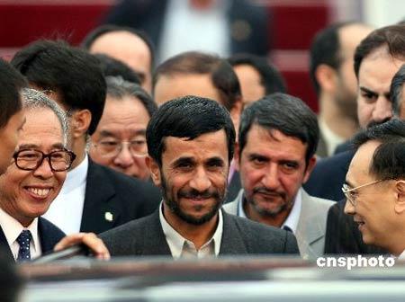 伊朗总统抵沪出席上海合作组织峰会