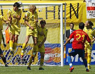 比利亚任意球破门 西班牙两球领先