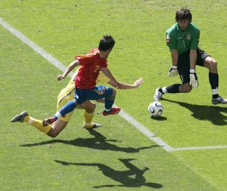 图文:西班牙VS乌克兰 比利亚射门瞬间