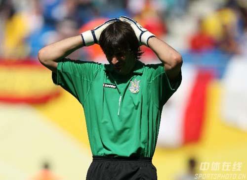 图文:西班牙4-0乌克兰 无奈的乌克兰门将