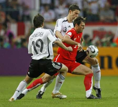 图文:德国VS波兰 波兰球员被夹击