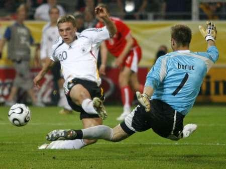 图文:德国VS波兰 波多尔斯基射门瞬间