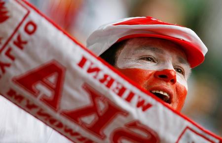 图文:德国vs波兰 波兰队球迷场边的激情