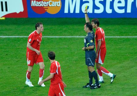 图文:德国1-0波兰 科日努被出示黄牌
