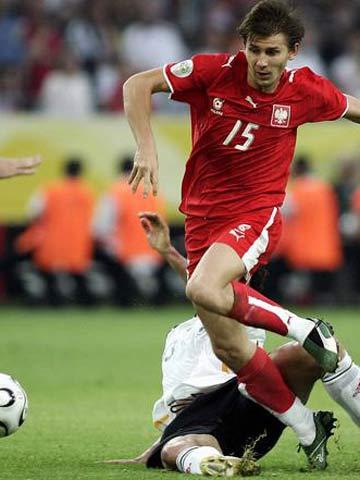 图文:德国1-0波兰 斯莫拉雷克快速过人