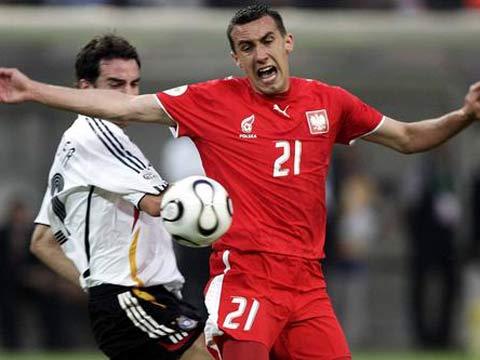 图文:德国1-0波兰 耶伦伸手护球