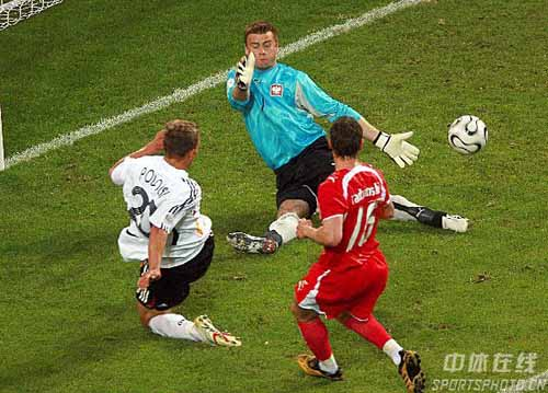 图文:德国1-0波兰 波多尔斯基险些破门