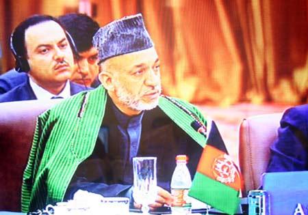 图文:阿富汗总统卡尔扎伊发言