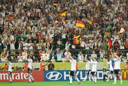 世界杯A组第2轮比赛德国队1-0战胜波兰队
