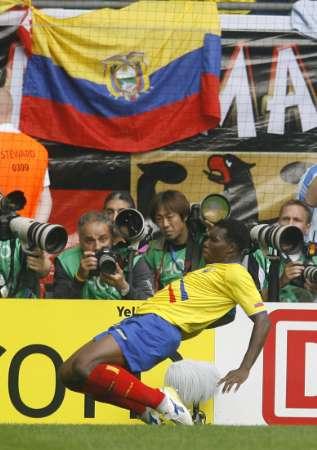 图文:厄瓜多尔VS哥斯达黎加 庆祝进球