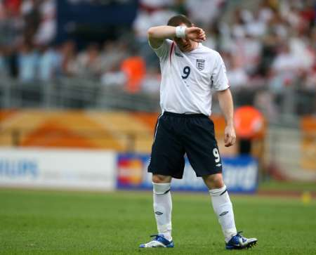 图文:英格兰2-0特立尼达 鲁尼也无奈了