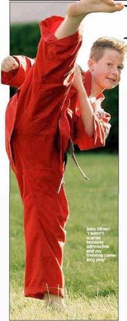 英12岁世界空手道冠军打断1.8米劫匪鼻梁骨(图)