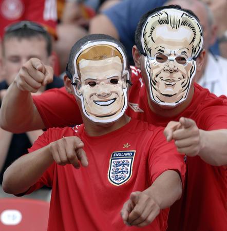 图文:英格兰2-0特立尼达 鲁尼替换欧文上场