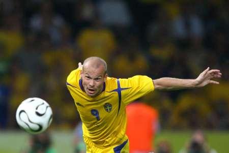 组图:瑞典1-0巴拉圭 永贝里进球动作