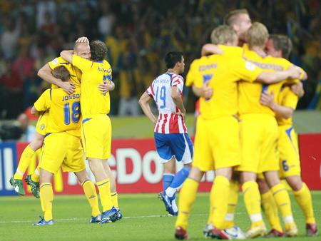 图文:瑞典1-0巴拉圭 球员欣喜若狂