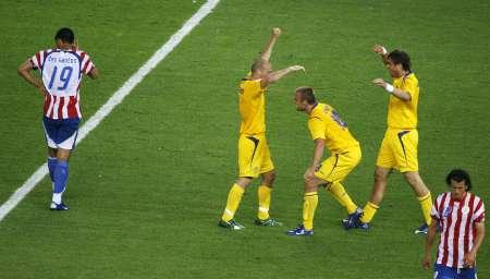图文:瑞典1-0巴拉圭 瑞典球员庆祝进球