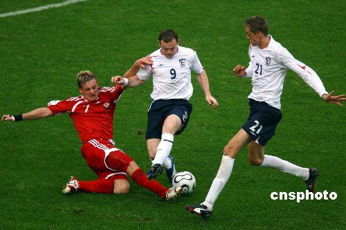 组图:英格兰2-0特队 鲁尼上场为增加攻击力