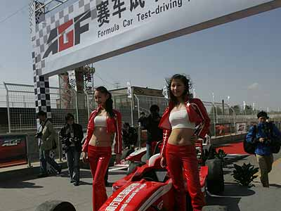 AGF赛车宝贝 动感狂野中的独立自主