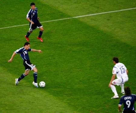 组图:阿根廷VS塞黑 罗德里格斯进球瞬间