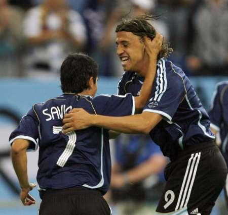 图文:阿根廷VS塞黑 克雷斯波庆祝进球