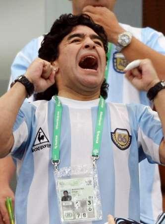 图文:阿根廷6-0塞黑 马拉多纳的呐喊
