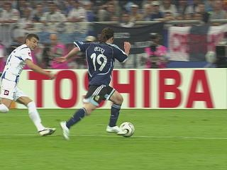 幻灯:阿根廷VS塞黑第六粒进球 梅西完美处女秀
