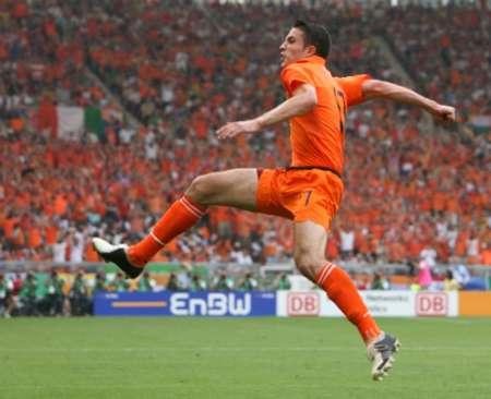 组图:荷兰VS科特迪瓦 范佩西庆祝进球