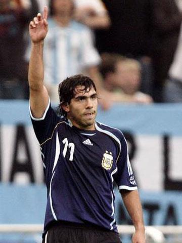 图文:阿根廷6-0塞黑 特维斯一指冲天