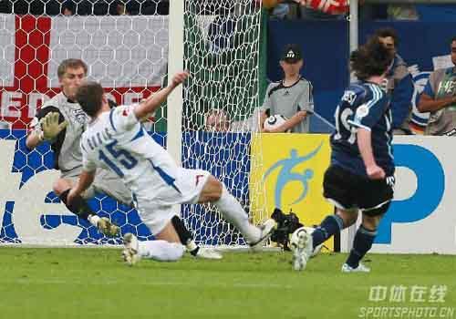 图文:阿根廷6-0塞黑 梅西世界杯处子秀进球