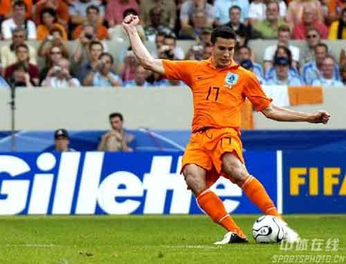 图文:荷兰VS科特迪瓦 范佩西进球了