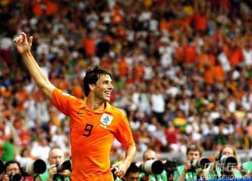 图文:荷兰VS科特迪瓦 范尼庆祝进球