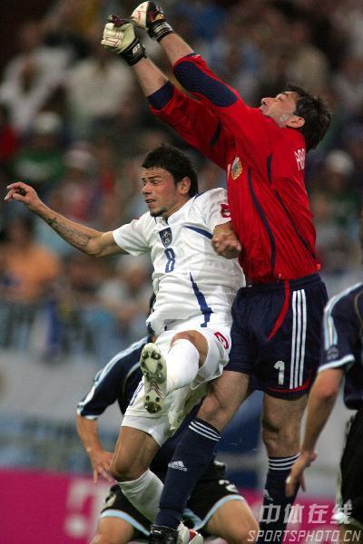 图文:阿根廷6-0塞黑 球在哪里?