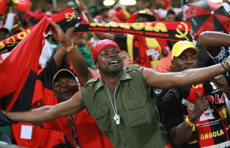 图文:墨西哥0-0安哥拉 安哥拉队球迷庆祝