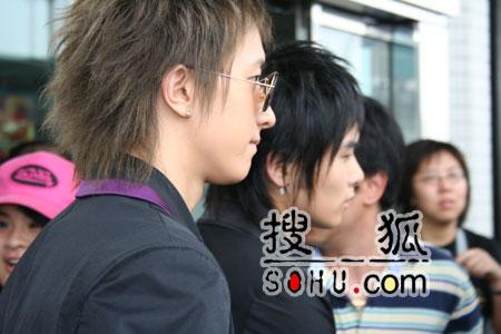 独家组图:搜狐与500歌迷上海迎接SuperJunior