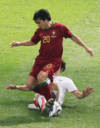 图文:葡萄牙VS伊朗 德科带球被阻