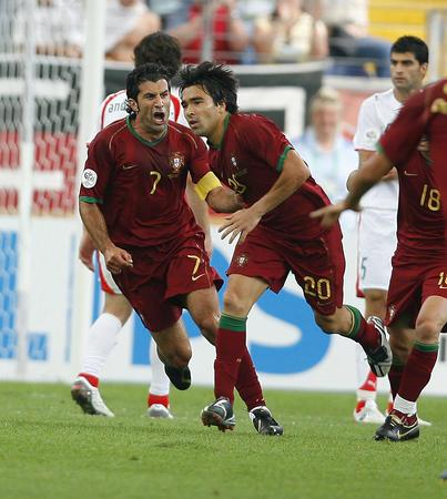 图文:葡萄牙VS伊朗 德科进球与菲戈庆祝